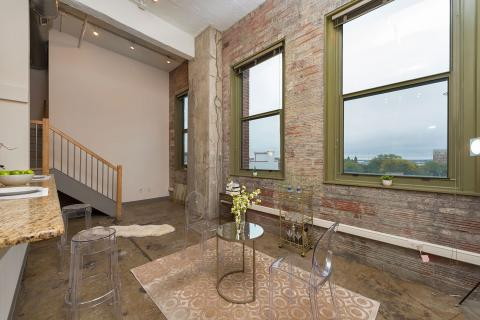 Condo-downtown-cleveland-oh-dinning-rm-American-Book.jpg