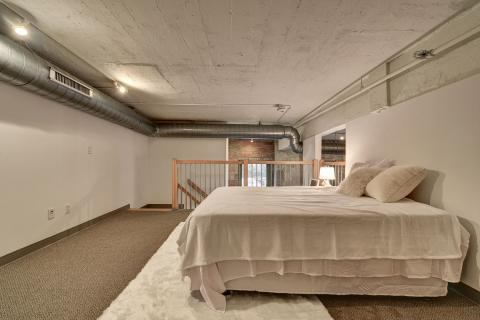 Condo-downtown-cleveland-oh-second-bedroom-American-Book-2.jpg